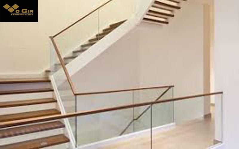 tính chi phí cầu thang kính theo mét dài là lựa chọn chủ yếu hiện nay