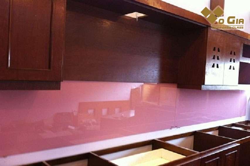 Kính được sơn bằng loại sơn có độ bền cao
