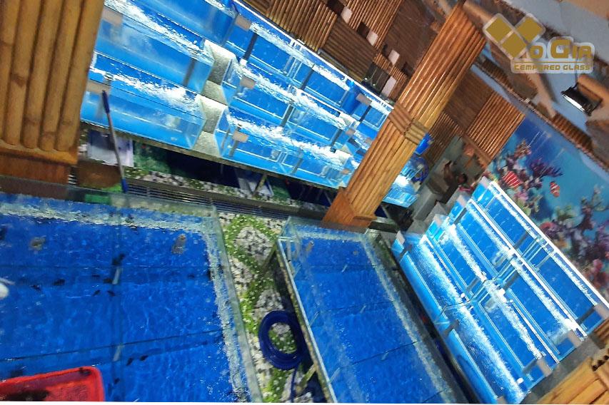 Mẫu hồ hải sản lớn phù hợp với các nhà hàng diện tích rộng