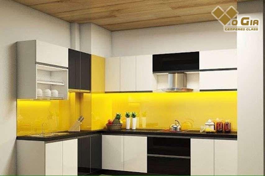kính ốp bếp màu vàng phù hợp với gia chủ mệnh kim và thổ kính cường lực tại đà nẵng Kính cường lực Đà Nẵng là từ khóa được nhiều khách hàng quan tâm nhiều nhất.