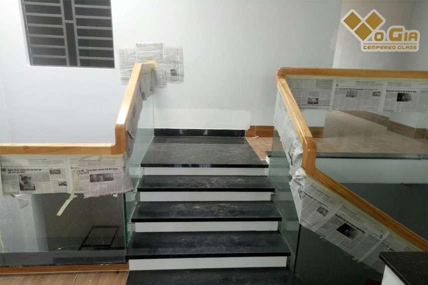 cầu thang kính gỗ sồi cầu thang kính đà nẵng