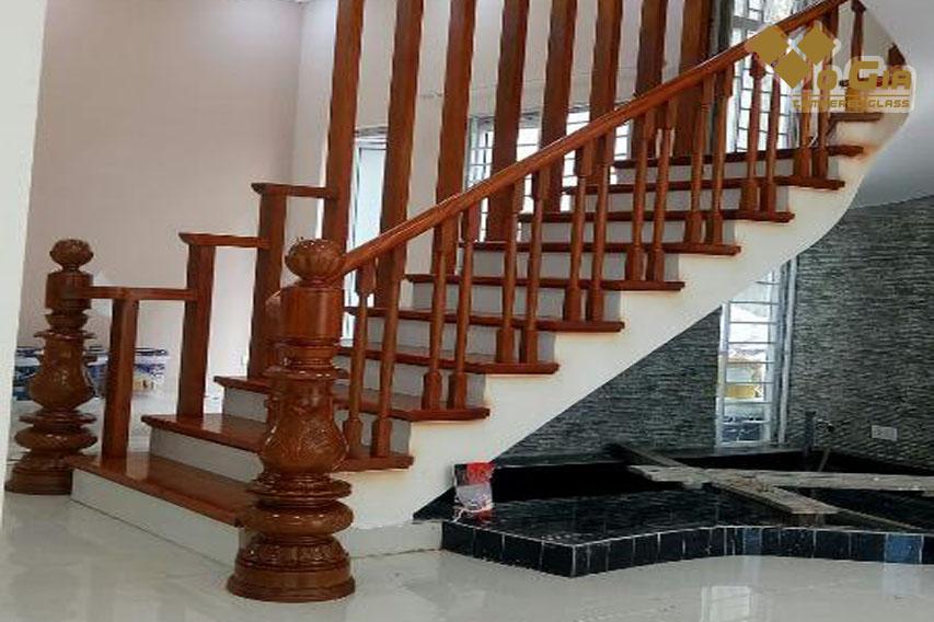 Cầu thang gỗ đòi hỏi đơn vị thi công tỉ mỉ và giàu kinh nghiệm!