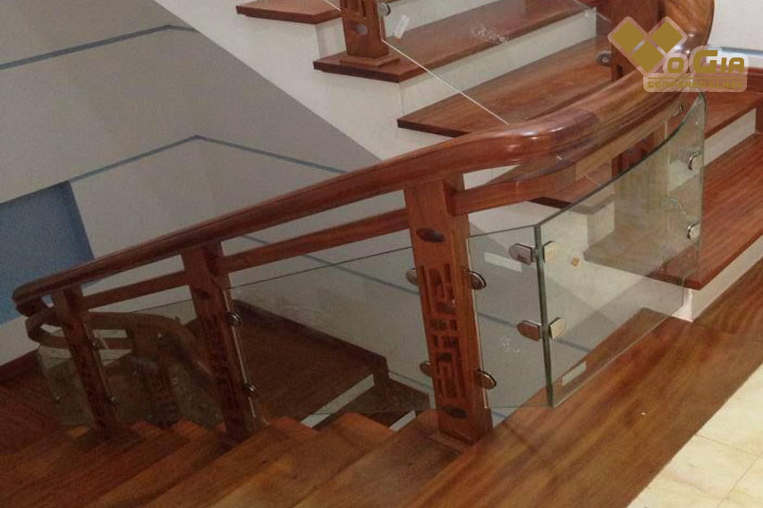 Sự kết hợp giữa gỗ và kính cường lực có thể tạo nên không gian hoàn hảo về thẩm mỹ và vận khí phù hợp cho gia chủ!