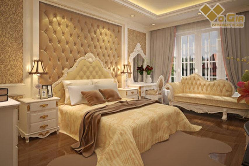 Căn phòng ngủ có nội thất tân cổ điển đầy đủ tiện nghi