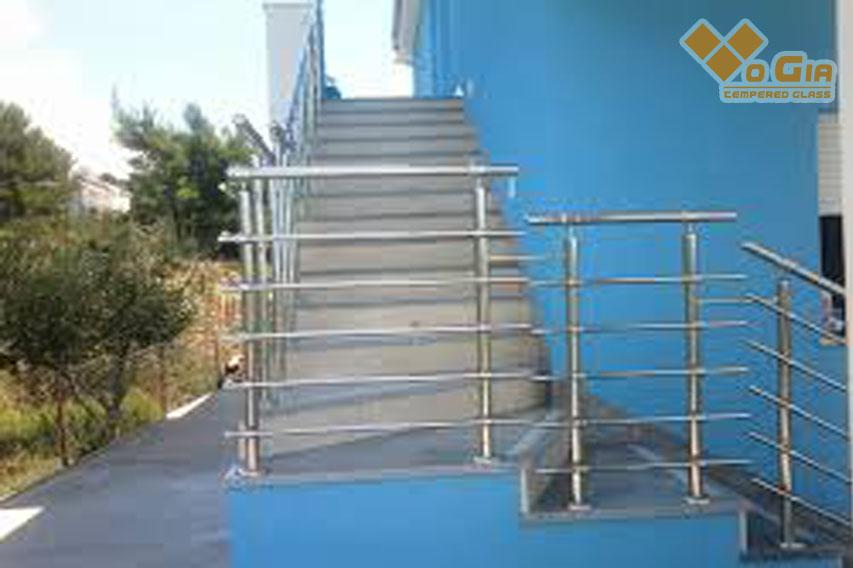 lan can cầu thang inox đẹp