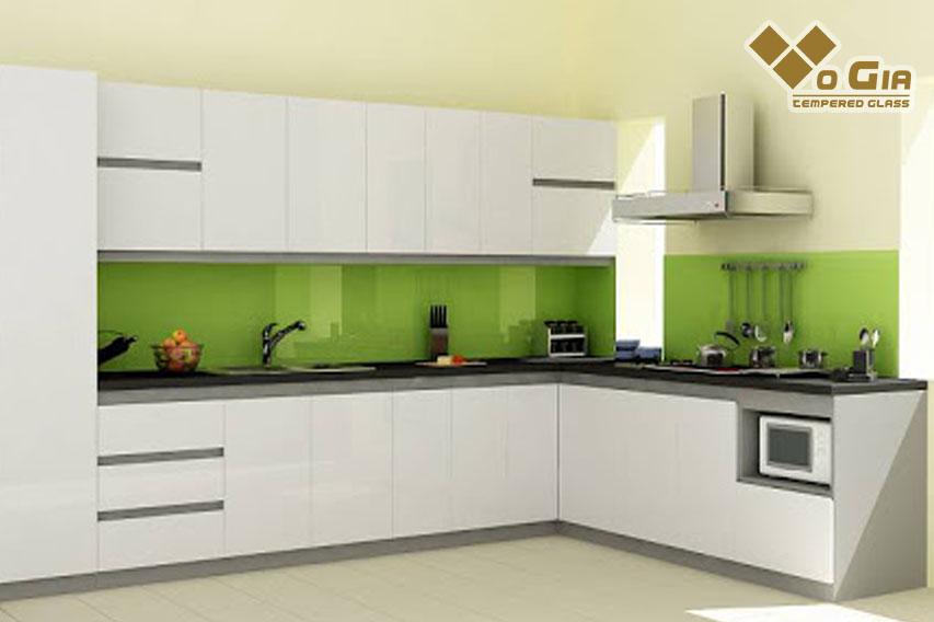 Kính cường lực ốp bếp cho không gian sang trọng