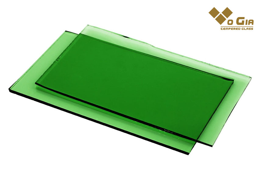 Đặc điểm của kính màu xanh lá cây