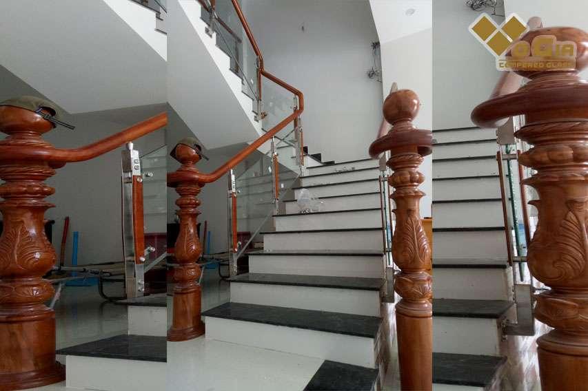 Kết hợp cầu thang kính với chất liệu gỗ hiện đại và đẹp mắt