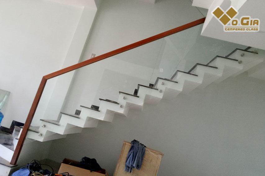 Các loại cầu thang kính có trên thị trường