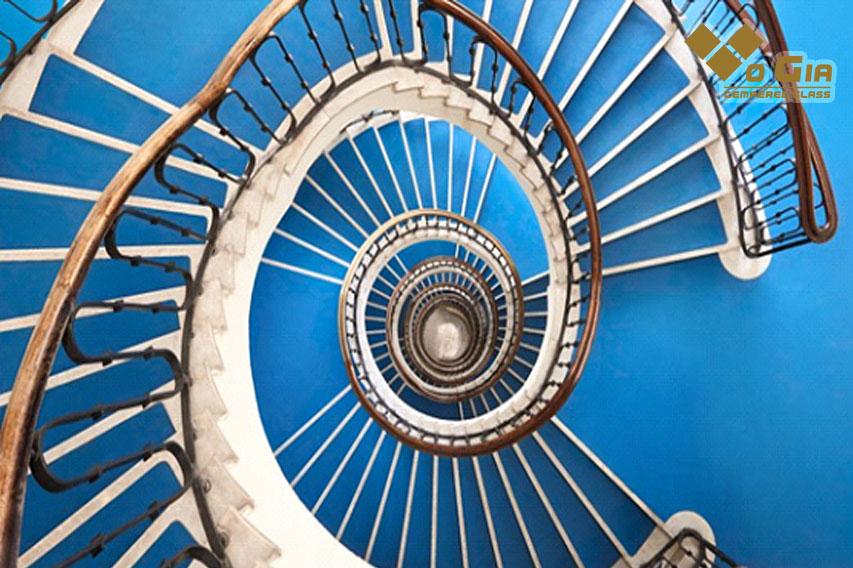 Cầu thang hình xoắn ốc tiết kiệm diện tích