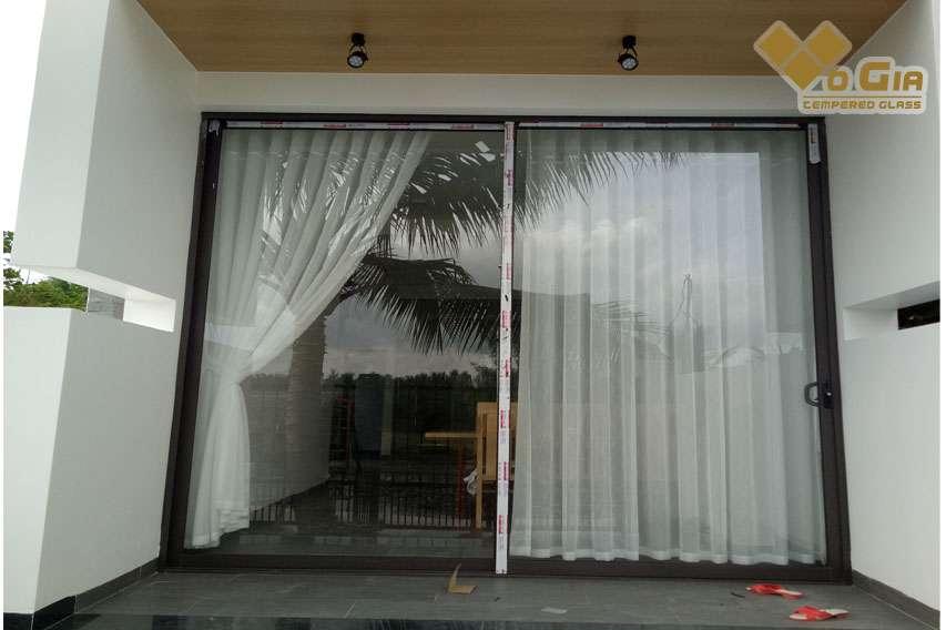 Cửa kính cường lực - xu hướng thiết kế nhà ở hiện nay.